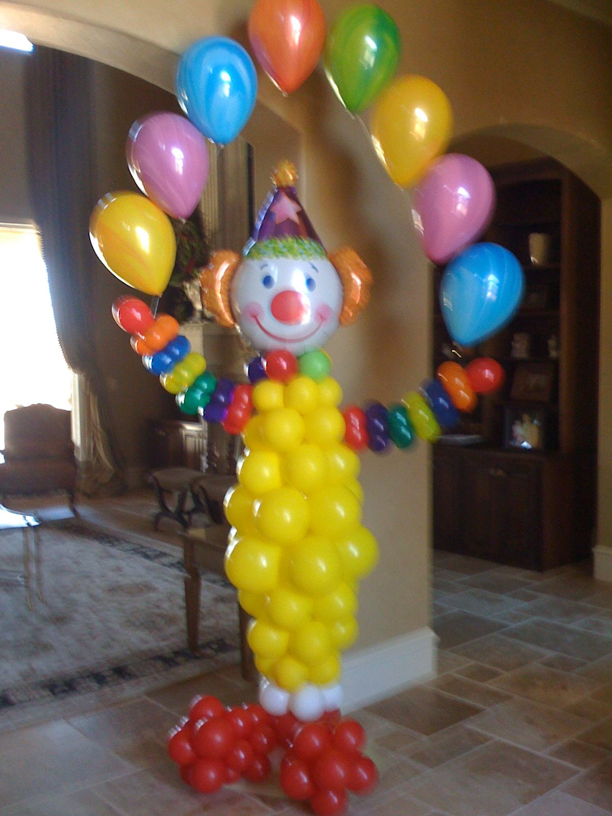 Clown holing a marble balloon arch Perfect