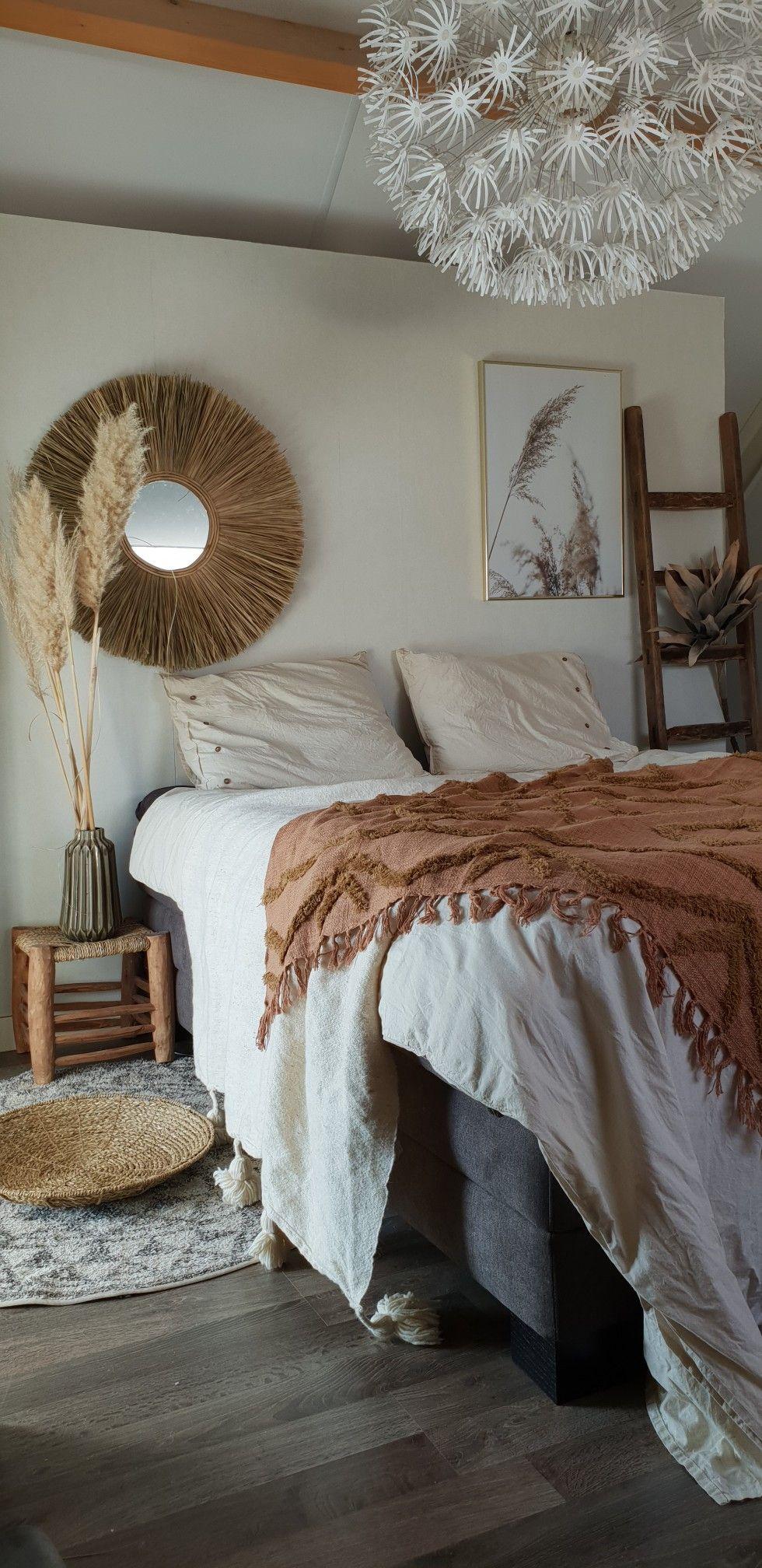 #bedroom #slaapkamer #bedroomgoals #bedroomstyle #bedroominspiration #slaapkamerinspiratie #whitebedroom #scandinavianbedroom #slaapkamerinspiratie #bedroomgoals #mirror #cozybedroom