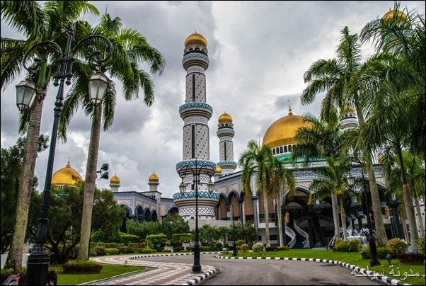 رحلة حول معالم بروناي السياحية والسياحة في بروناي المعروفة اسلاميا بأسم دار السلام Brunei House Styles Tourism Mansions