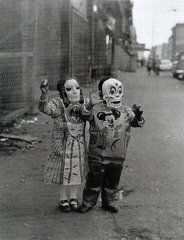 scary-vintage-halloween-creepy-costumes-44-57f662475b93f__605