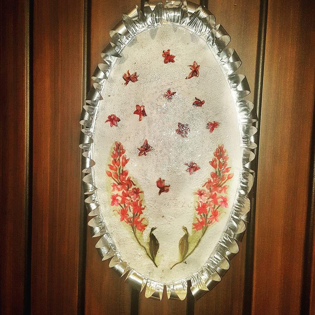 ديكوباج على صحن قصدير فضاوه Crafts Instagram Posts Decorative Plates