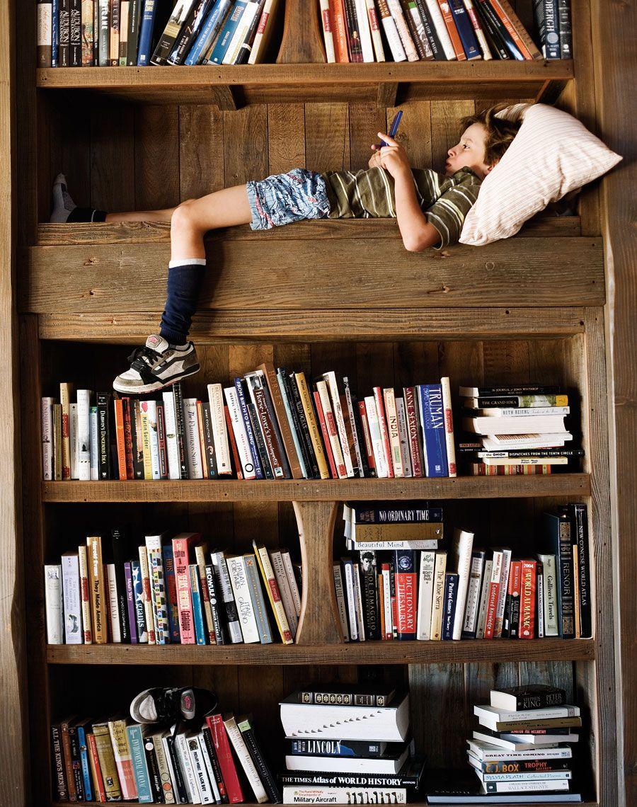 boy in a bookshelf kids pictures pinterest maison lecture et librairies. Black Bedroom Furniture Sets. Home Design Ideas