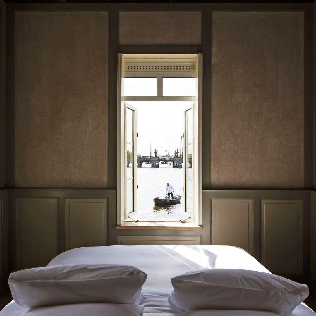 """ELLE Decoration Russia on Instagram: """"SweetsHotel @sweets_hotel в Амстердаме — самый необычный отельный проект. Он представляет собой гостиницу, разместившуюся в 28 зданиях,…"""""""