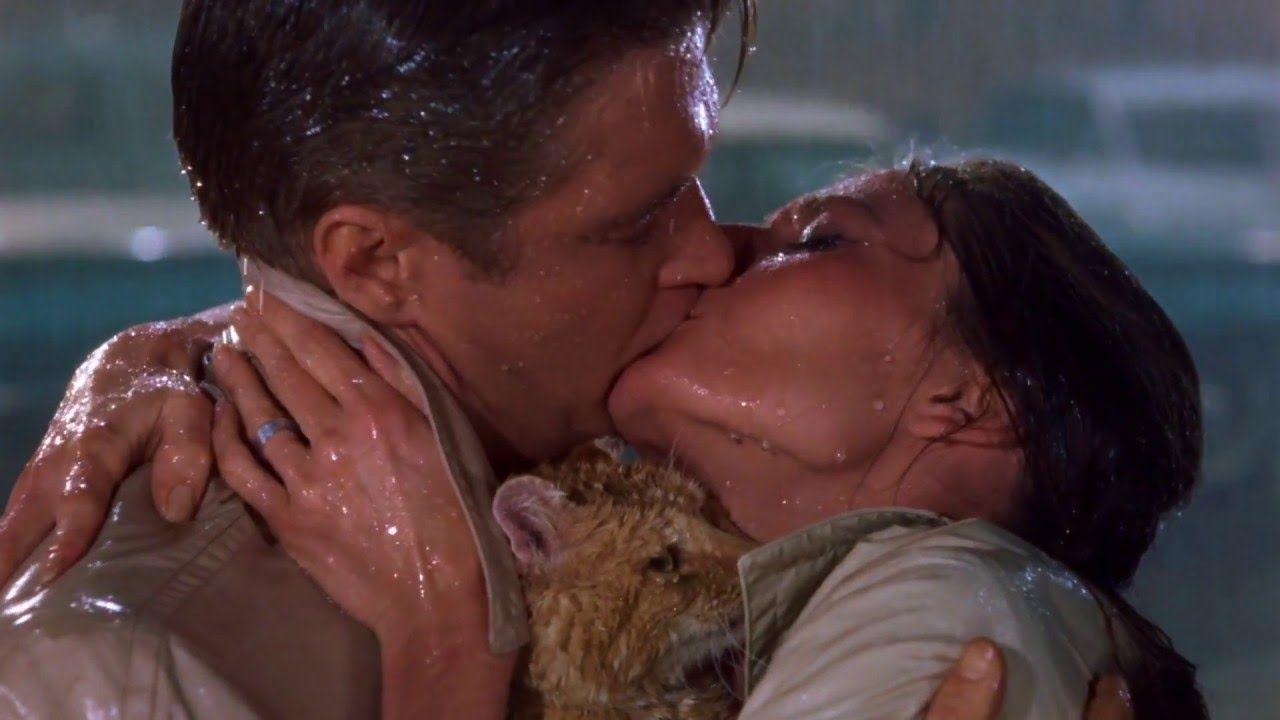 Breakfast at Tiffany's - BEST ENDING SCENE EVER (22) - Kissing in ...