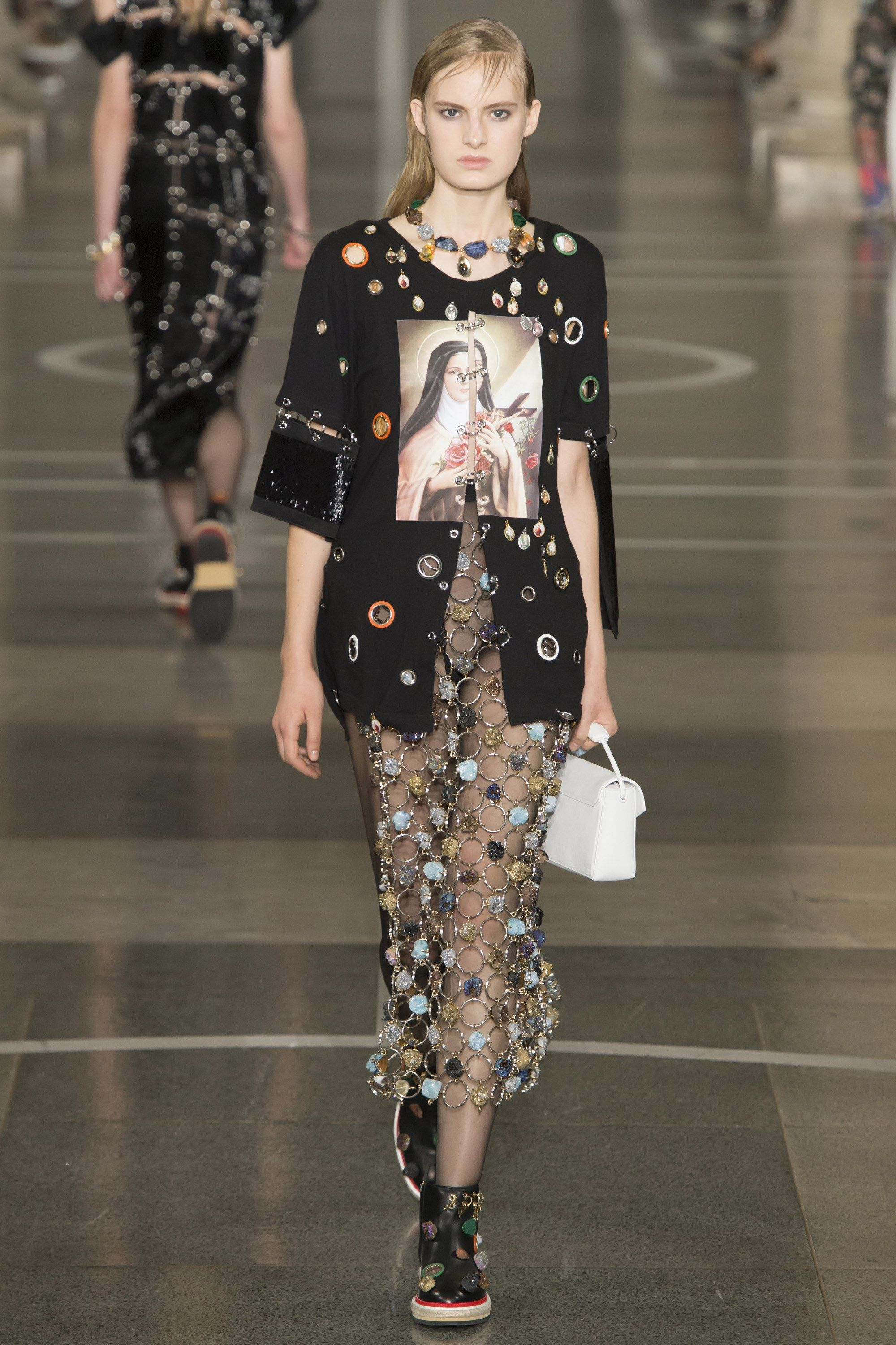 No one blinked at the marc jacobs fashion show when a model wore a - Christopher Kane Spring 2017 Ready To Wear Fashion Show Zoe Von Gerlach More