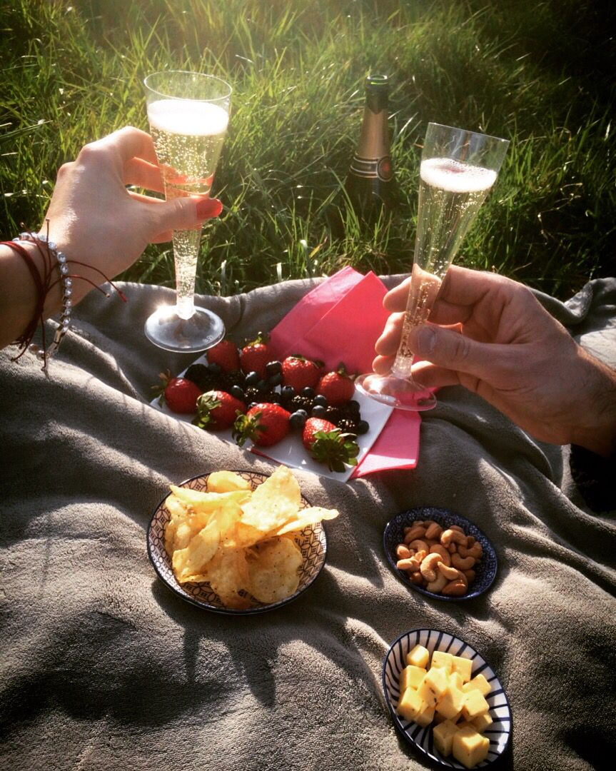 French picnic nature champagne strawberries