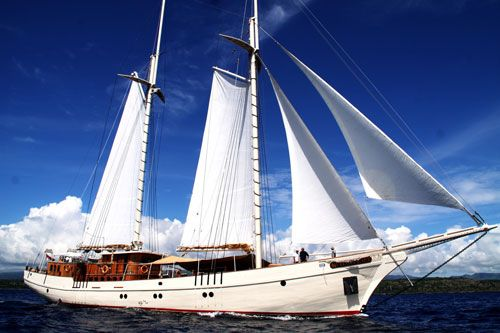 The Phinisi Schooner of Indonesia – Former Pirates Boat & Sailing