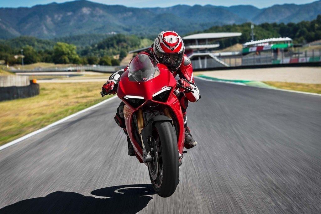 Ducati Panigale V4 S 2018 Bike Rider 4k Wallpaper Ducati Panigale Ducati Ducati Motorcycles