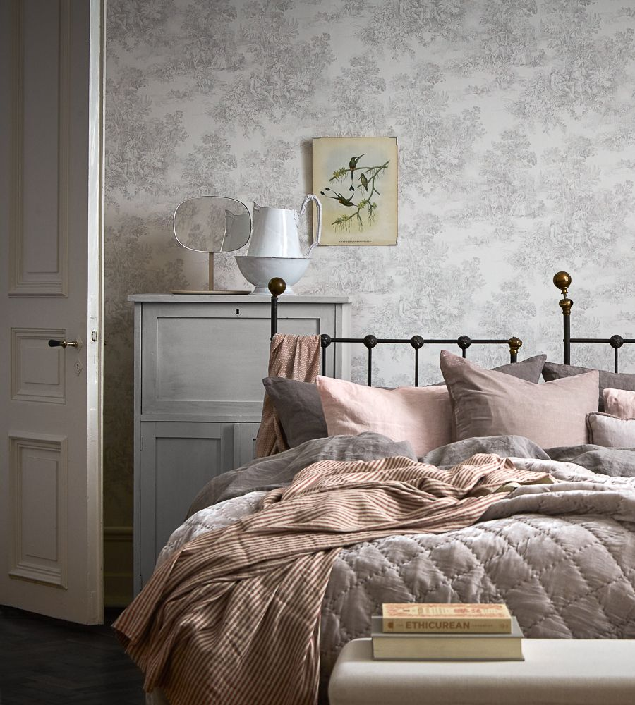 Bedroom Decorating Ideas Totally Toile: Toile De Jouy Wallpaper By