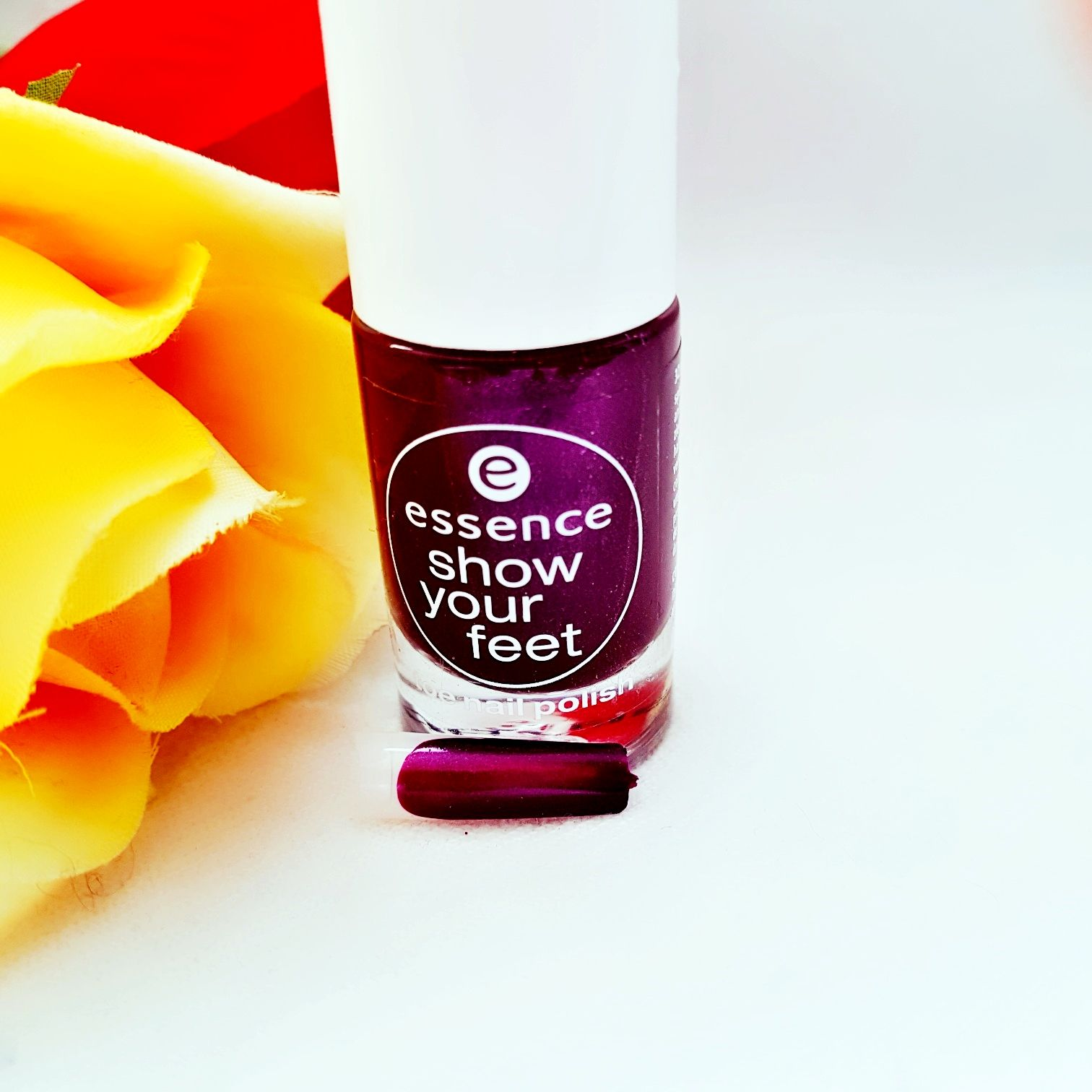 Essence Show your feet Nummer 32 purple-licious