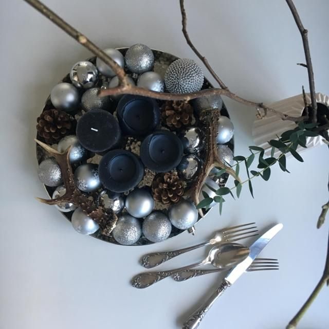 Einfache Diy Tischdeko Fur Weihnachten Aus Kugeln Und Kerzen Konnt
