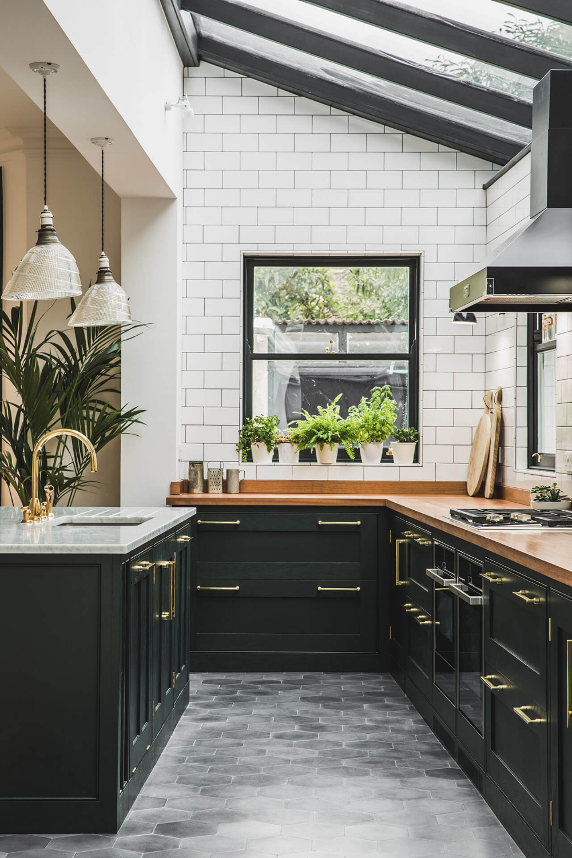 Dark Green Shaker Kitchen   Sustainable Kitchens in 9   Kitchen ...