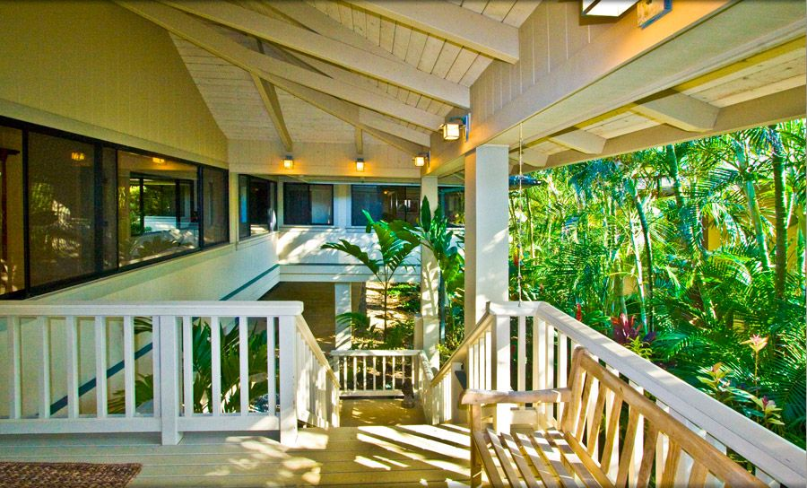 Covered Lanai and Entry
