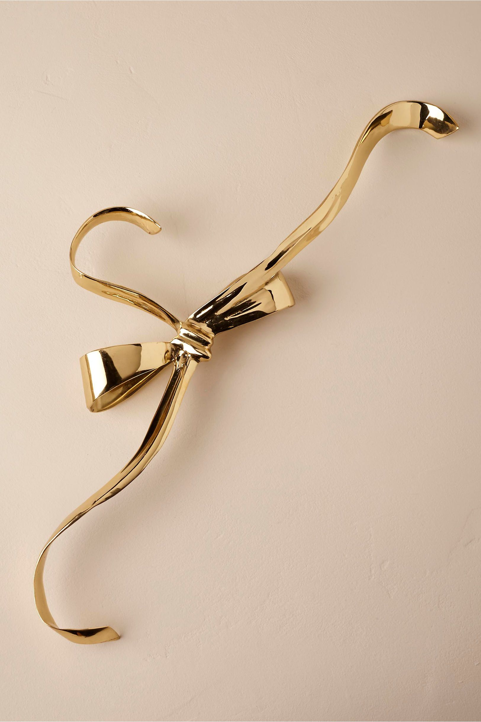 10 Beautiful Wedding Dress Hangers