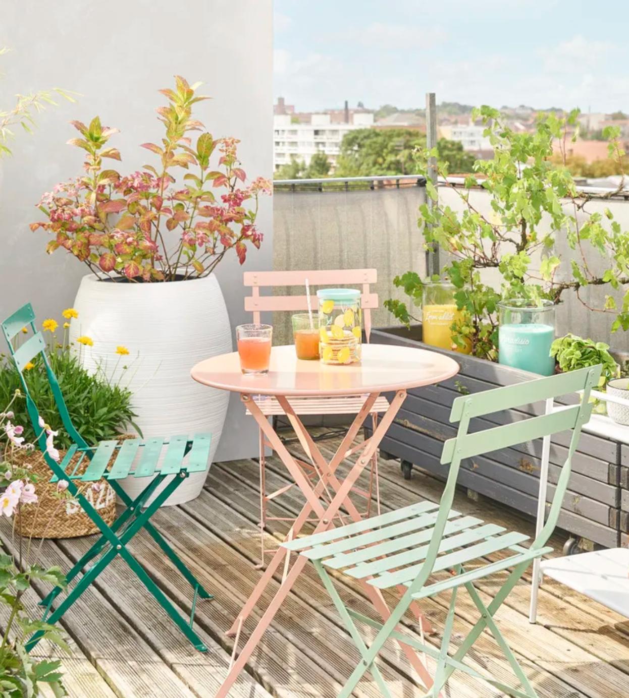 2 chaises pliantes de jardin en métal vert d\'eau GUINGUETTE ...