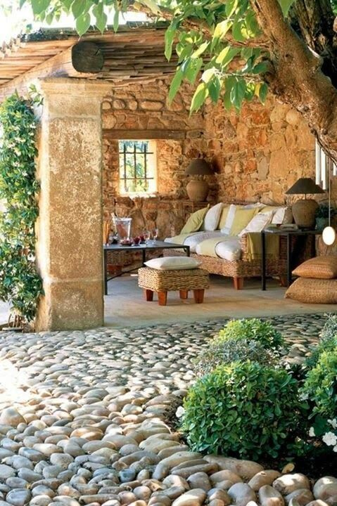 25 ideas de dise os r sticos para decorar el patio con for Piedras para decorar patios