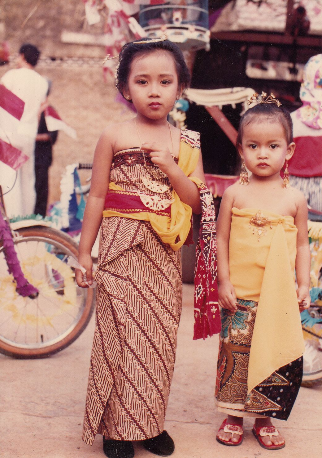 Indonesia: Indonesian clothing.  Art Elementary  Pinterest  Clothing