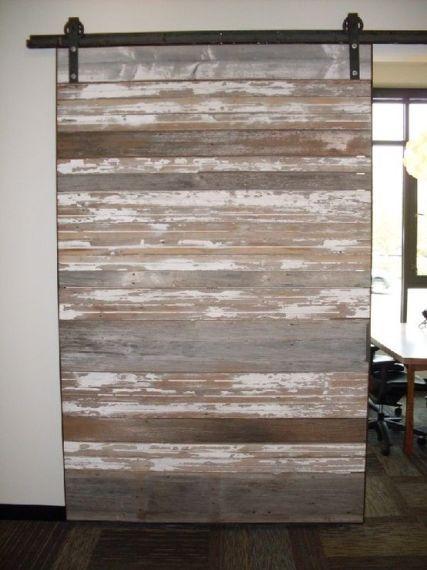 8 puertas espectaculares hechas con madera de palet for Puertas corredizas de palets