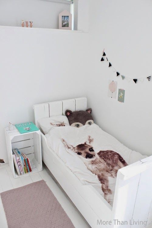 Kinderkamer in wit en pastel