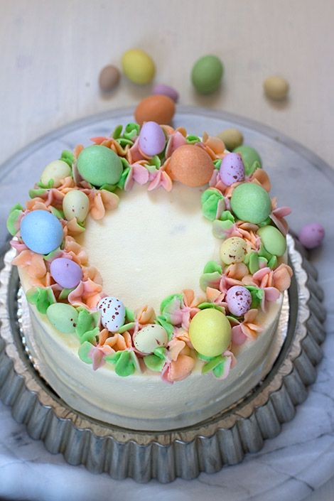 Easter wreath cake with pastel colours and chocolate eggs