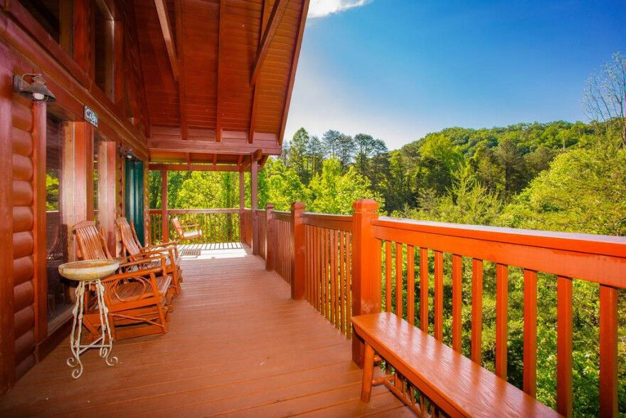 Tennessee Bliss is a charming 3 bedroom cabin in the Smoky