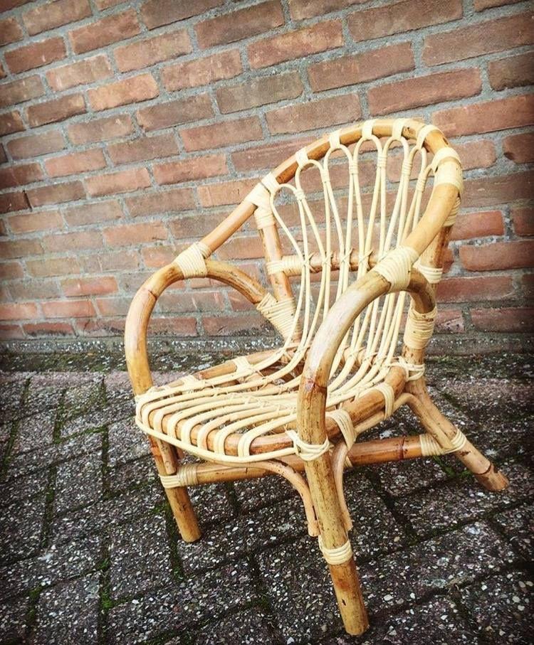 Retro Rotan Kinderstoeltje.Retro Rieten Kinderstoeltje Gemaakt Van Stevig Rotan Een