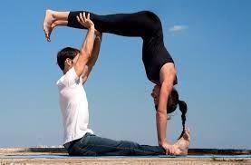 resultado de imagen de posturas de yoga en pareja