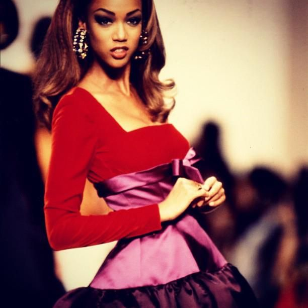 Tyra Banks On The Runway For Oscar De La Renta's Fall 1991