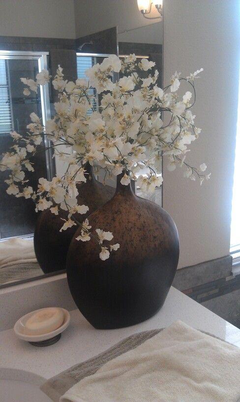 22 Floral Bathroom Designs Decorating Ideas: Master Bath Flower Arrangement