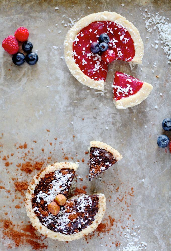 Grain & Dairy Free Tarts // Dark Chocolate & Fruit Filled   www.nutritionistinthekitch.com #darkchocolate #veganrecipes