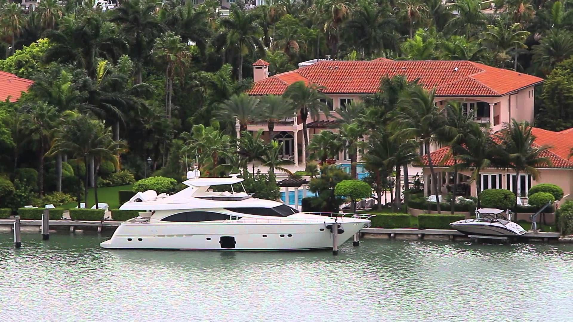 Miami mansions of the rich and famous on palm island take for Celebrity houses in florida