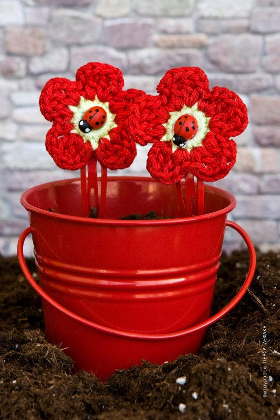 Lovely red crochet flower hair clips with a by bessyhandicraft.