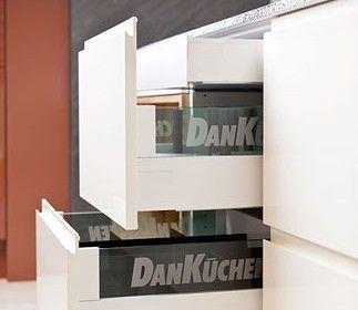 Best Dan K chen Ausz ge mit ozeangr n farbigen Glaseins tzen