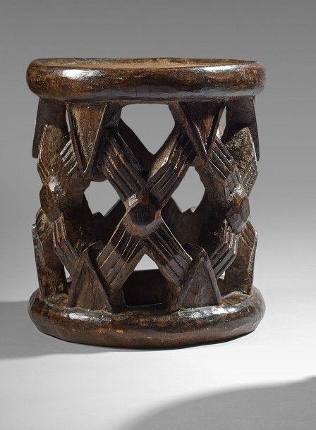 Tabouret Bamileke Cameroun Bois A Patine Claire Hauteur 42 Cm Diametre Tabouret Patine Masques Africains