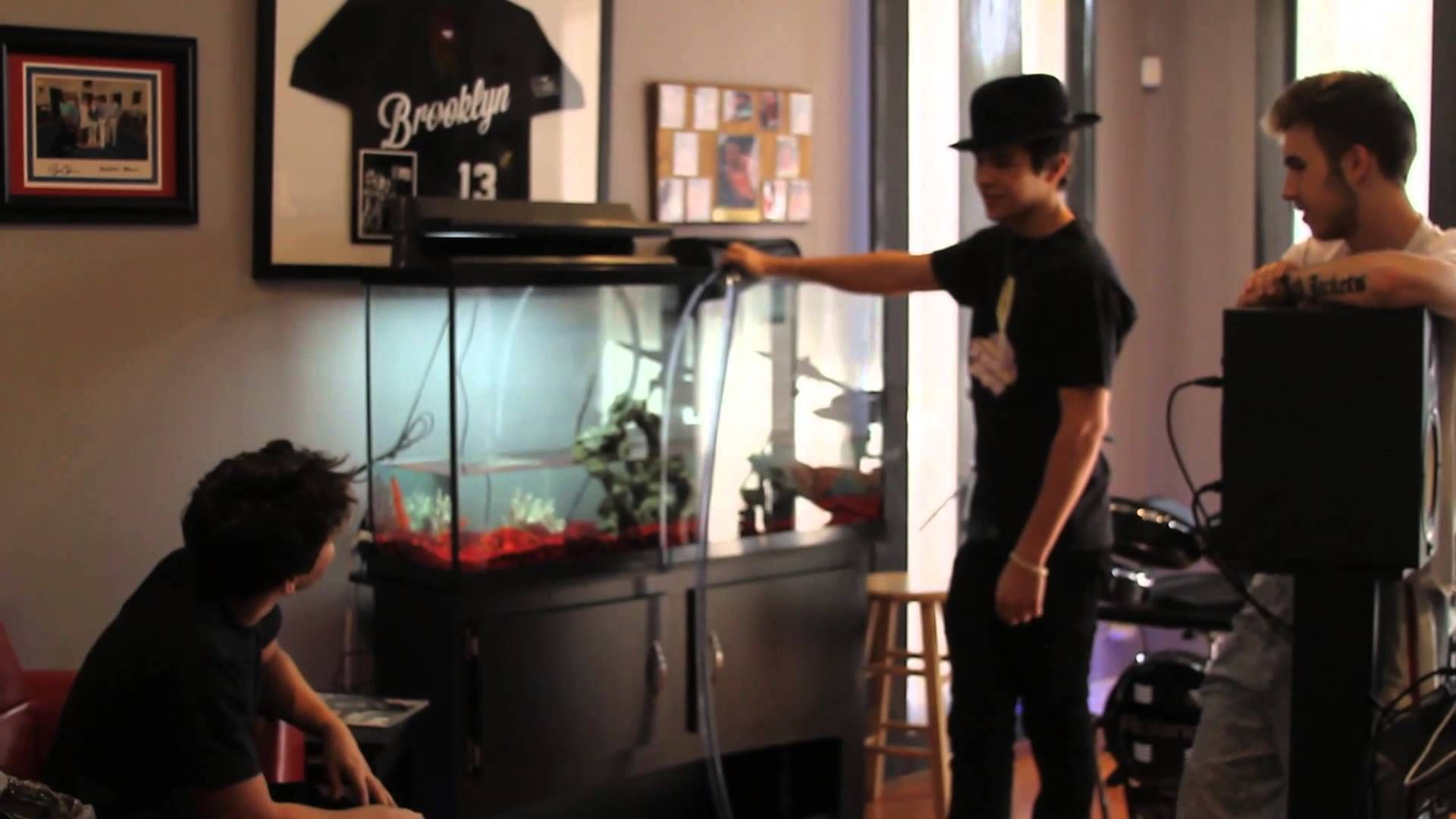 Fishy Business Austin Buys A Fish Tank For His New House Fish Tank Austin Mahone Austin
