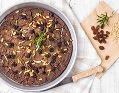 Il castagnaccio: tipico dolce povero toscano, molto nutriente.
