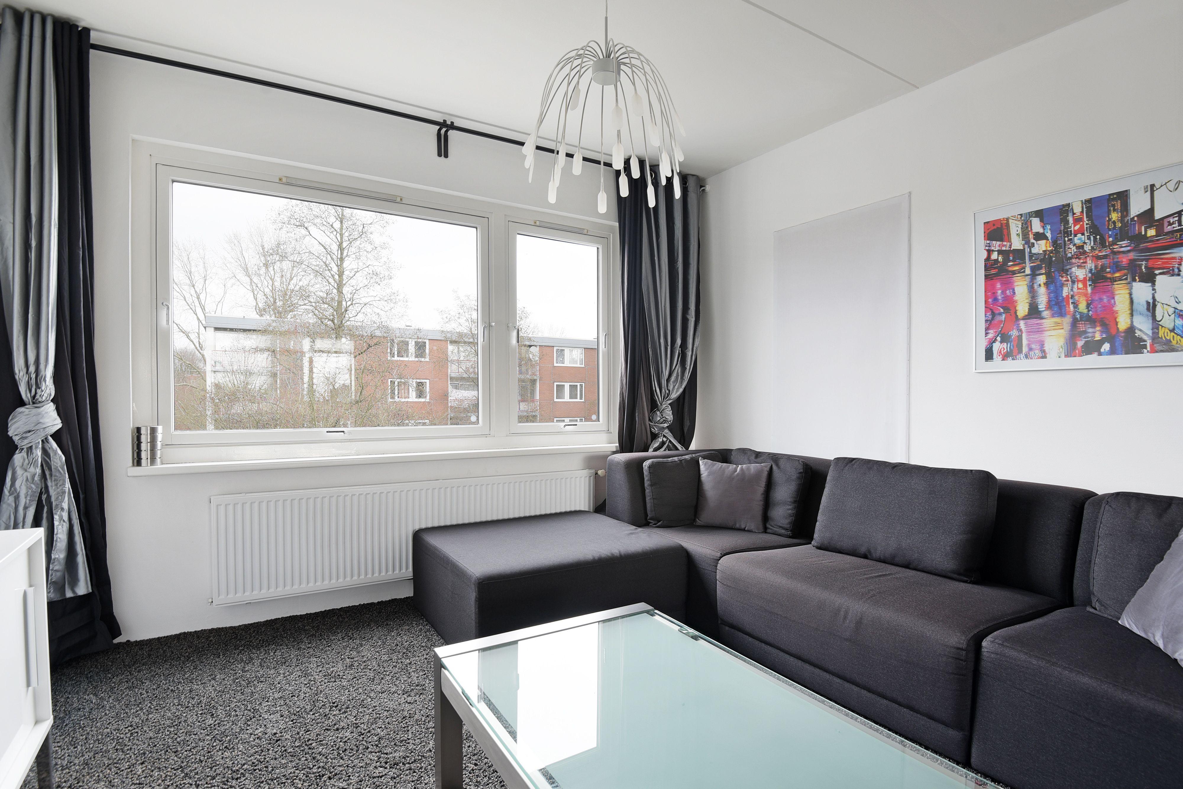 Te koop: Houdringe 89, Amsterdam - Hoekstra en van Eck - Méér makelaar. Wonen op hoogte? Jas op hangen en wonen? Instap klaar? Zijn dit vragen waar jij graag een JA op hoort? Dan ben je hier aan het juiste adres. Met 2 slaapkamers, op de 3e etage gelegen, ruime woonkamer en zo te betrekken is dit een appartement waar je zeker moet komen kijken.
