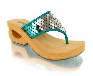 Skechers Thong Sandal Toe thong sandalClosed cell foam upper with perforation detailMedium heel with cut out detailNo shoe collection is complete without these!Product Name : Beachbabes http://www.comparestoreprices.co.uk/shoes/skechers-thong-sandal.asp