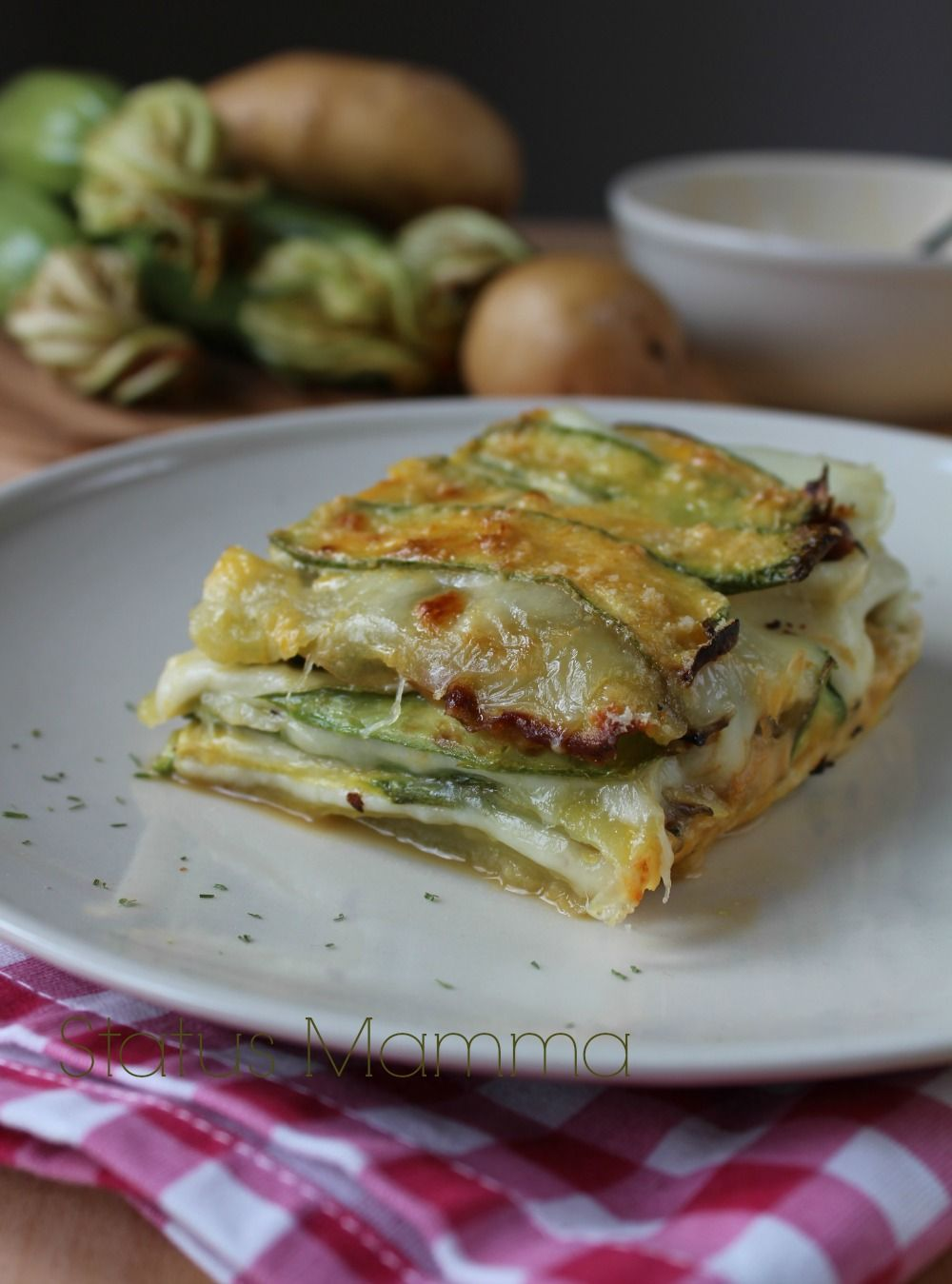 Parmigiana bianca senza pomodoro di zucchine patate e for Cucinare vegetariano