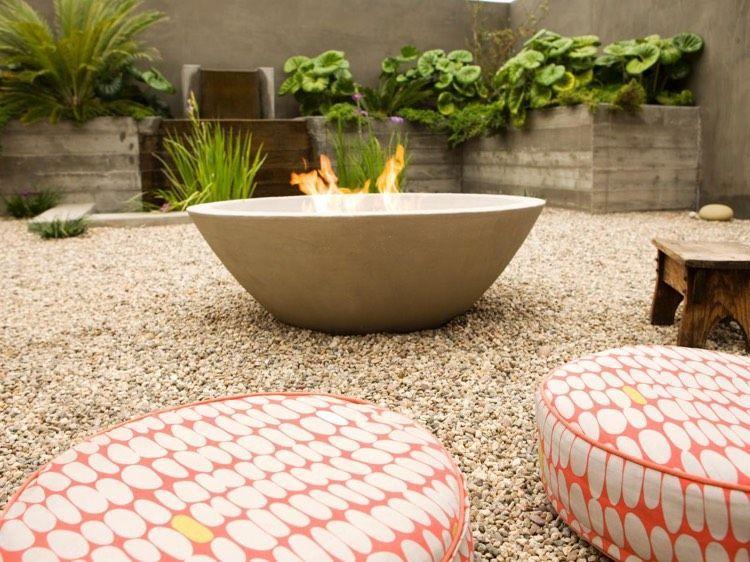 Kies In Beige Im Garten Gartensteine Natursteine Garten Feuerstelle Garten