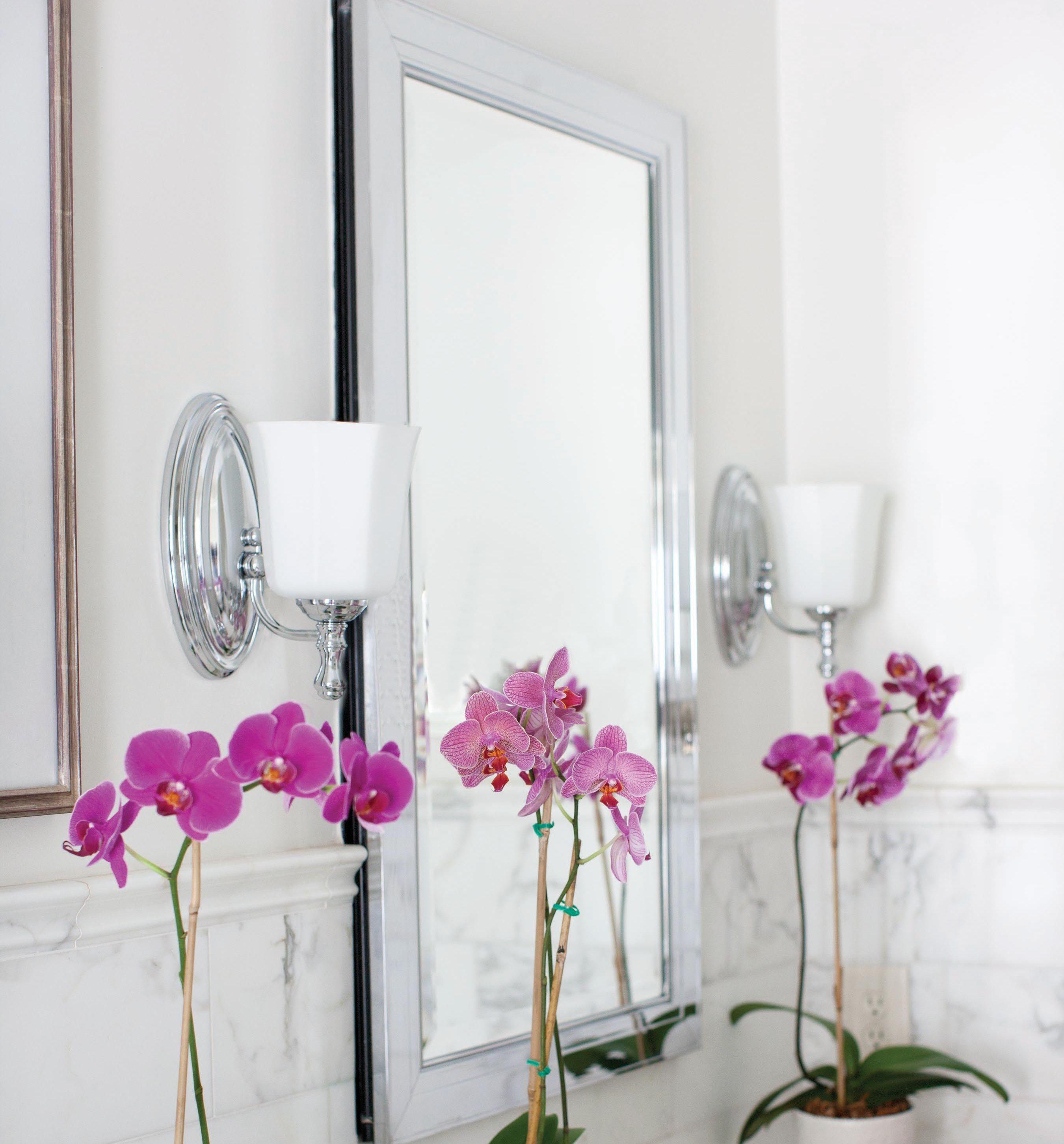 Hinkley Shelly Bath Sconce Lights In Chrome Lightsonline Com Bathlighting Bathlights Vanitylights Vanity Bathroom Lighting Hinkley Bathroom Wall Sconces