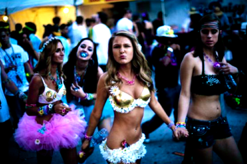 Loved this picture since plaaning for EDC2012 <3 EDC Rave Outfits http://www.tumblr.com/tagged/rave%20outfits