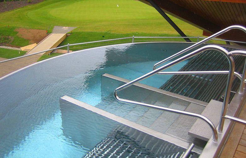 original piscina inoxidable en forma de media luna
