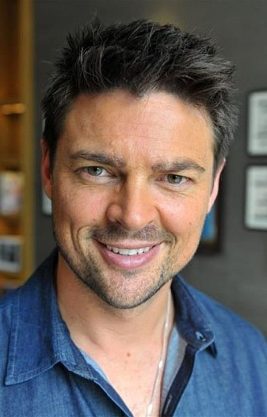 karl urban subcategory halp me karl heinz urban and the curious case of the button allergy. Black Bedroom Furniture Sets. Home Design Ideas