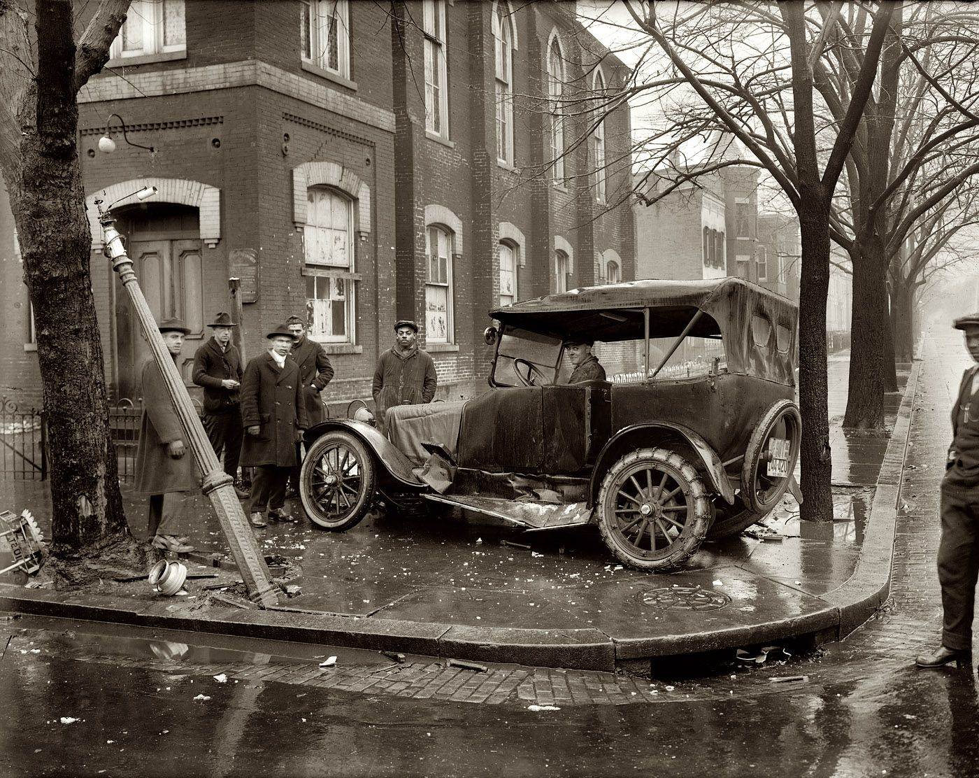 Another view of that 1921 car wreck at the intersection of 10th and ...