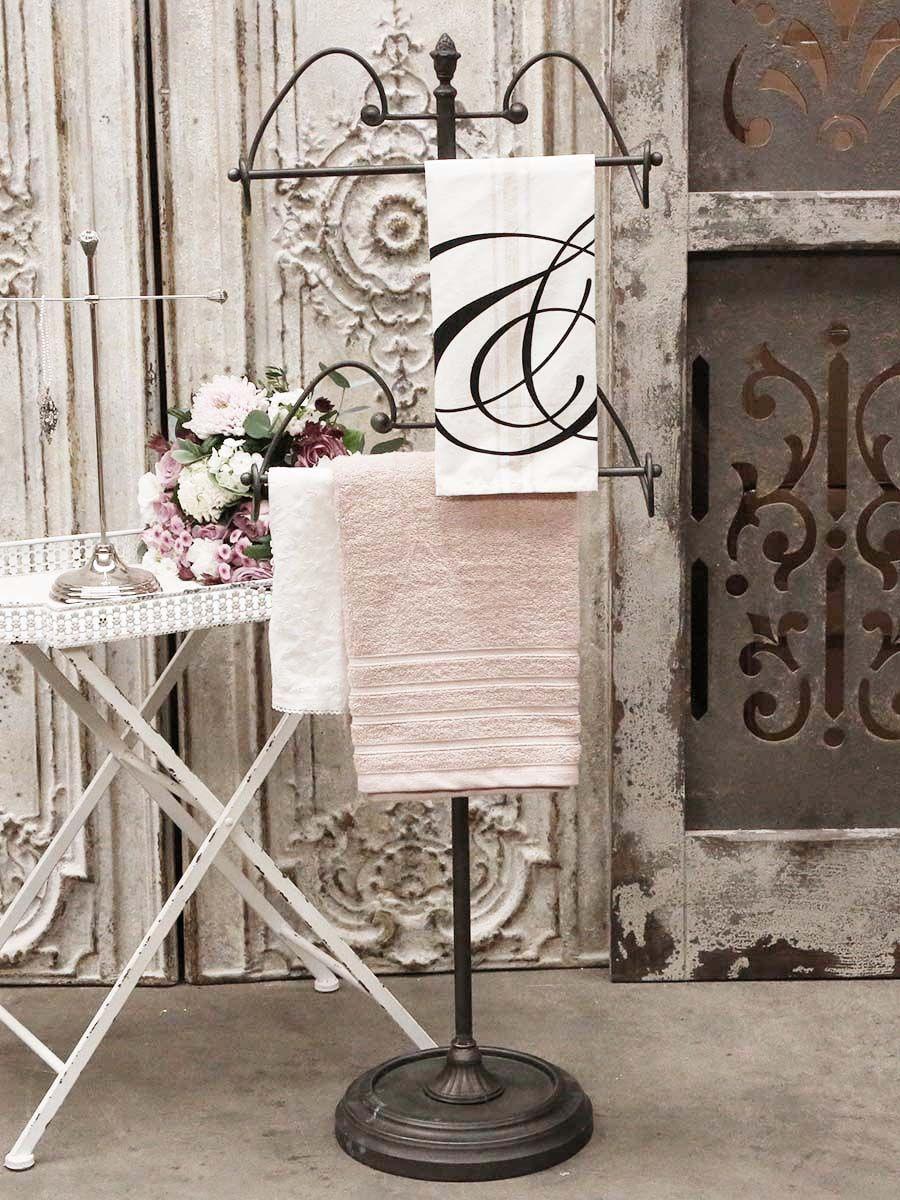 Fransk ställningen med plats för handdukar, kläder eller andra fina detaljer. Ställningen har sirligt fina och mjuka bågar som gör den extra fin.    Mått: