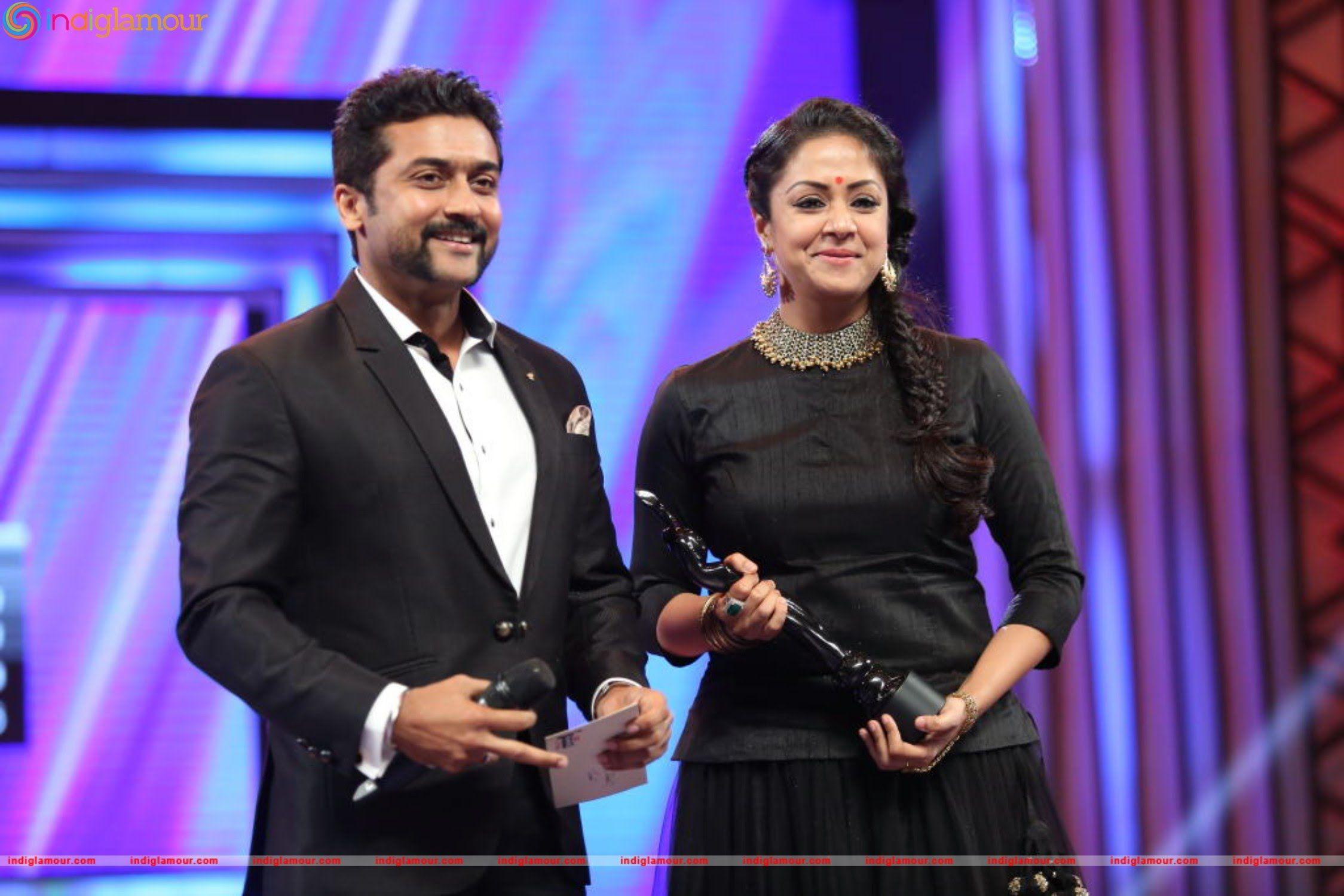 Jyothika Mehndi Ceremony : Surya jyothika in filmfare 2016 best actress award to his wife