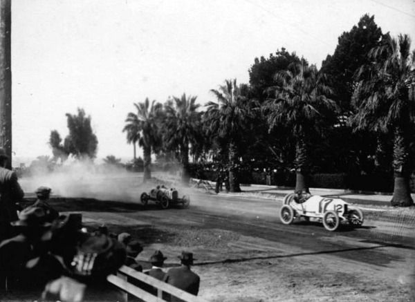 A Crowd Watching An Automobile Race Near Ocean Avenue In Santa