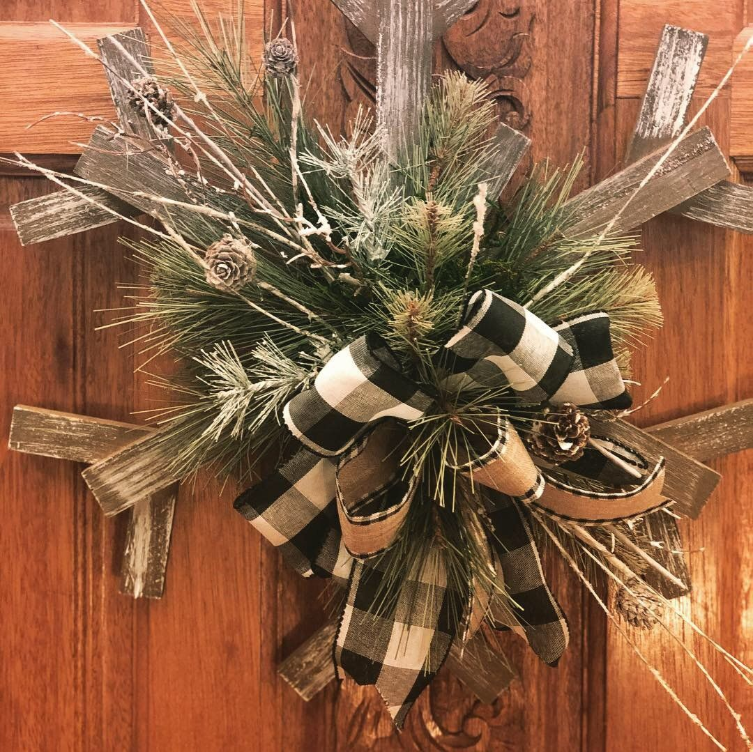 Winter Door Hanger, Snowflake Door Hanger, Snowflake Door Decor, Snowflake Door Decoration, Farmhouse Door Hanger, Farmhouse Door Decor #hangersnowflake