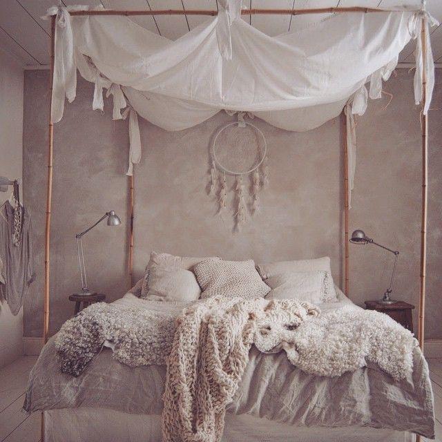 man muss den himmel ber dem bett nicht unbedingt irgendwo festmachen es geht auch ein. Black Bedroom Furniture Sets. Home Design Ideas